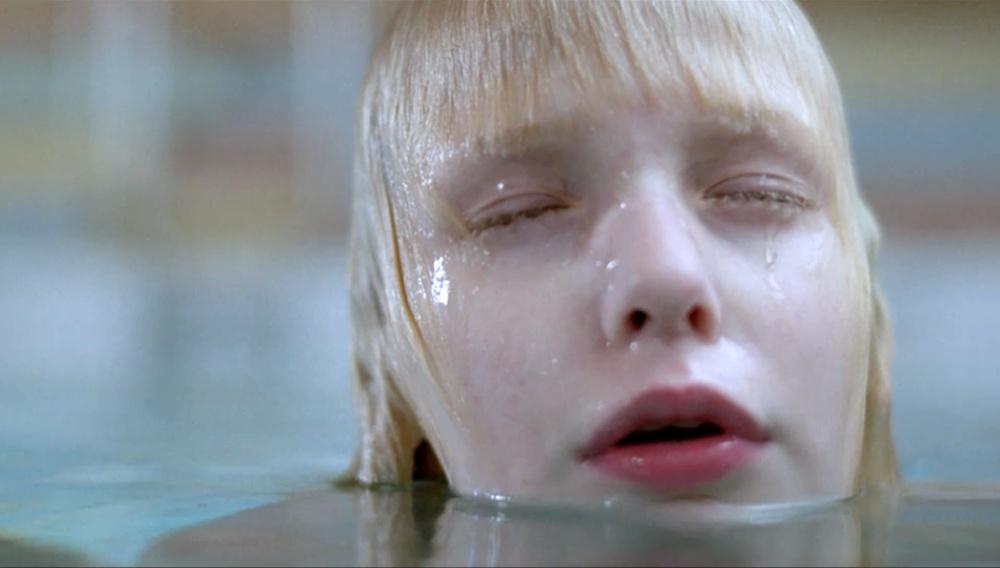 Το Flix βουτάει στις πισίνες του σινεμά #3 – Aσε το Kακό να Mπει του Τόμας Aλφρεντσον (2008)