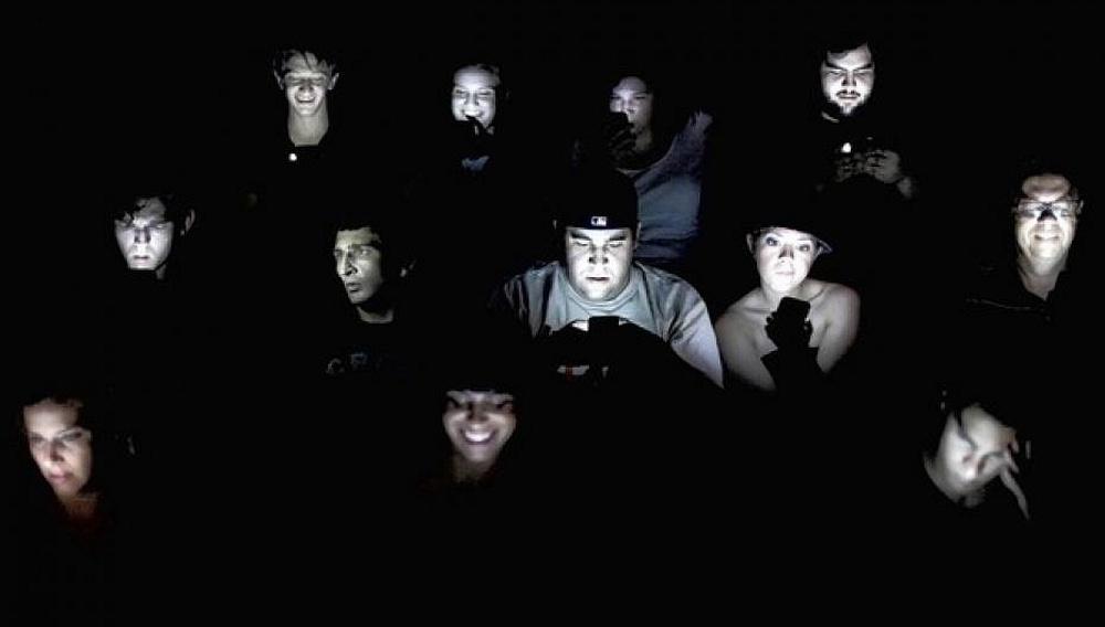 Σας ενοχλούν τα κινητά στην αίθουσα; Καλέστε το 100