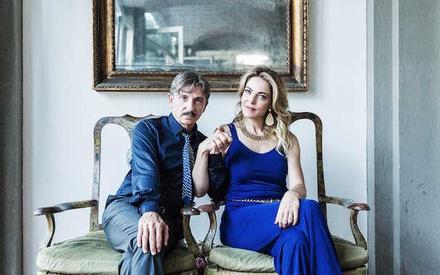 Βενετία 2017: Το «Love and Bullets» είναι ένα ιταλικό μιούζικαλ για τη Μαφία. Με έμφαση στο «ιταλικό»