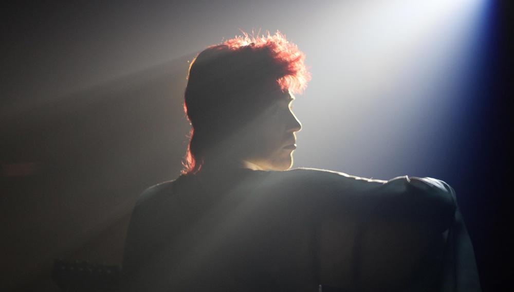 «Be someone else»: Ο Ντέιβιντ Μπόουι εφευρίσκει τον Ziggy στο «Stardust»