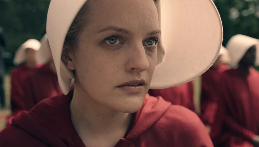 «My name is Offred and I intend to survive»: Πρώτο τρέιλερ για το «The Handmaid's Tale»