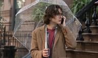 Ξέρουμε πόσοι… δροσιστήκατε με τη «Βροχερή Μέρα στη Νέα Υόρκη» του Γούντι Aλεν