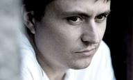 O Κριστιάν Μουντζίου μιλάει στην κάμερα του Flix για τον διάβολο μέσα μας!
