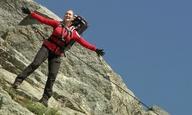 «Jack, I feel like I'm flying»: η Κέιτ Γουίνσλετ αναπαριστά την πιο διάσημη σκηνή του «Τιτανικού»