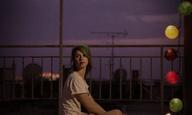 «Ακρυλικό» του Νίκου Πάστρα: Νυχτερινή βόλτα στην Αθήνα με πατίνια