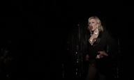 Η Κέιτ Μπλάνσετ κάνει surprise εμφάνιση σε drag show!