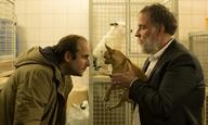 Ανθρωπος μεταμορφώνεται σε σκύλο στο «Chien», του Σαμιουέλ Μπενσετρίτ