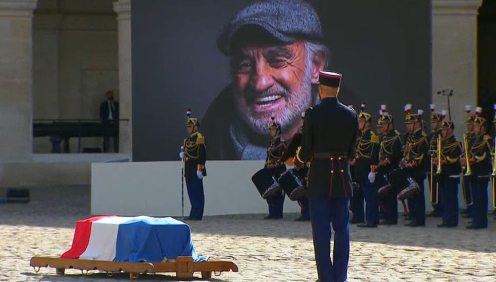 Adieu Bébel: Οι Γάλλοι αποχαιρετούν τον Ζαν-Πολ Μπελμοντό υπό τους ήχους του Ενιο Μορικόνε