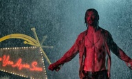 Ο Κρις Χέμσγουορθ δε φοράει πολλά στο «Bad Times at the El Royale» του Ντρου Γκόνταρντ