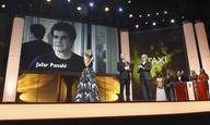 O Τζαφάρ Παναχί χαίρεται για τη Χρυσή Αρκτο στη Berlinale, αλλά θα ήθελε το «Taxi» να βγει στους κινηματογράφους στο Ιράν