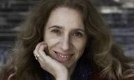Η Ελισάβετ Χρονοπούλου δεν «Φοράει Κοστούμι»