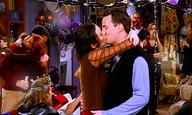 Παραμονή Πρωτοχρονιάς: Κάντο όπως στα «Φιλαράκια»