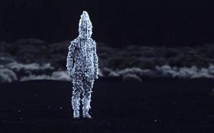 Βενετία 2019: Στο «Blanco En Blanco» τα όμορφα κάδρα κρύβουν φριχτές αλήθειες