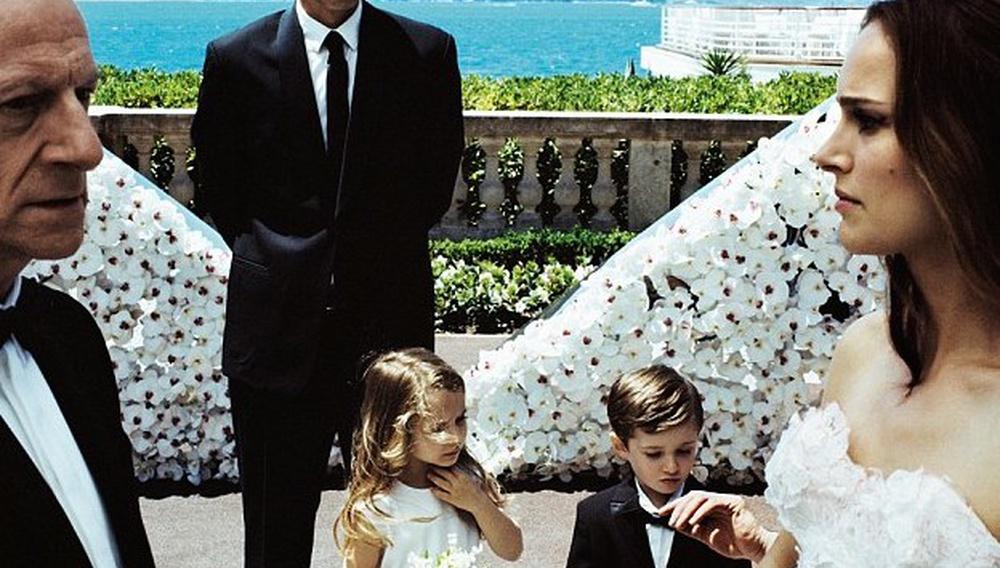 H Νάταλι Πόρτμαν αφήνει τον γαμπρό στα κρύα του λουτρού για τη νέα καμπάνια του Miss Dior