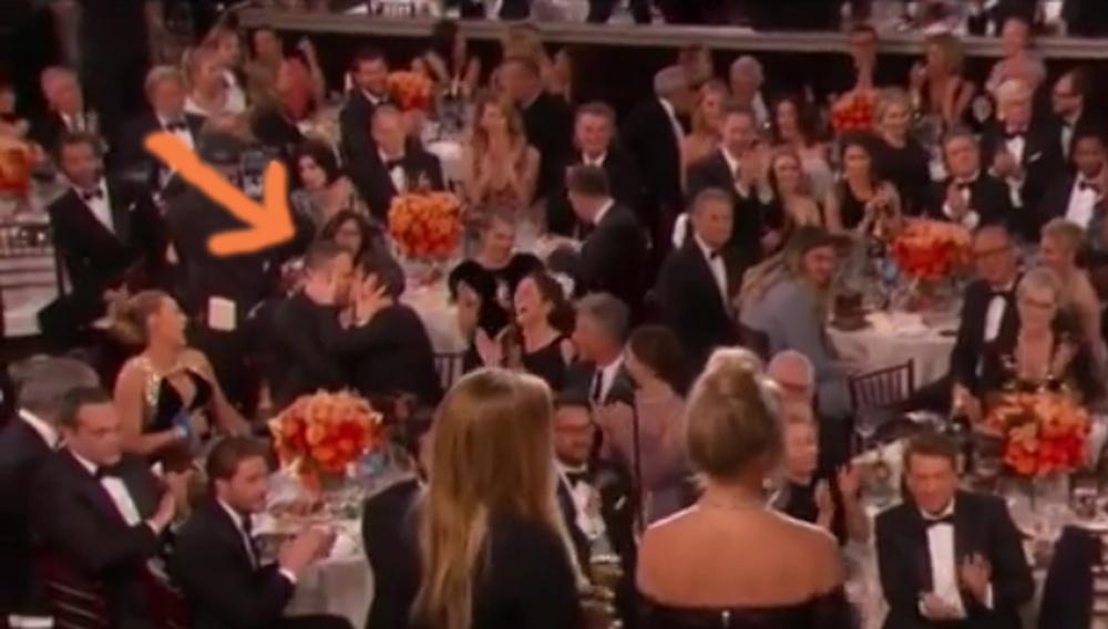 Χρυσές Σφαίρες 2017: Αυτό που φιλήθηκαν ο Ράιαν Ρέινολντς και ο Αντριου Γκάρφιλντ