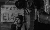 Η Μελίνα Λεόν δίνει τη δική της καλλιτεχνική μάχη ενάντια στη διαφθορά και την προκατάληψη