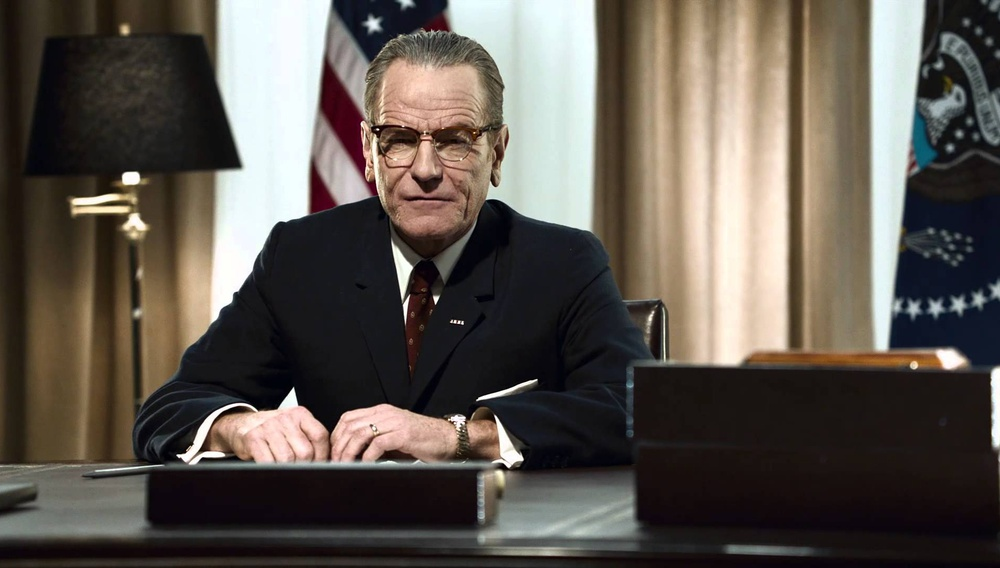 Ο Μπράιαν Κράνστον είναι ένας συνταρακτικός Λίντον Τζόνσον στο «All the Way» του HBO