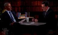 Ο Στίβεν Κολμπέρ βοηθάει τον (σ' ένα μήνα άνεργο) Πρόεδρο Ομπάμα με το βιογραφικό του