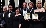 Ολοι οι νικητές του 70ού Φεστιβάλ Καννών μιλούν με το βραβείο τους αγκαλιά