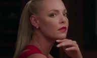 Τι τρέλα! Η Κάθριν Χέιγκλ κρατά μαχαίρι στο τόσο-κακό-που-είναι υπέροχο τρέιλερ του «Unforgettable»