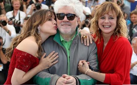 Κάννες 2016: O Πέδρο Αλμοδόβαρ δεν χρειάζεται βιογράφο - «Η ζωή μου βρίσκεται μέσα σε αυτές τις 20 ταινίες»