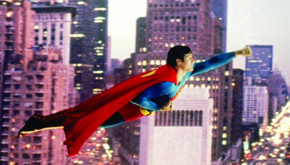 O Ρίτσαρντ Ντόνερ λέει την γνώμη του για τις υπερηρωικές ταινίες του σήμερα