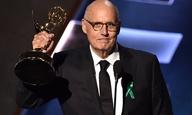 Emmys 2015: Γιατί οι σταρ φορούσαν πράσινη κορδέλα στο πέτο;