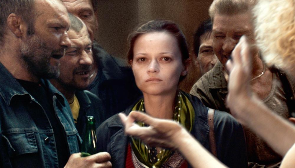 Κάννες 2017: Στο «A Gentle Creature», ο Σεργκέι Λόζνιτσα παρεκτρέπεται σ' ένα γκροτέσκο πορτρέτο της Ρωσίας
