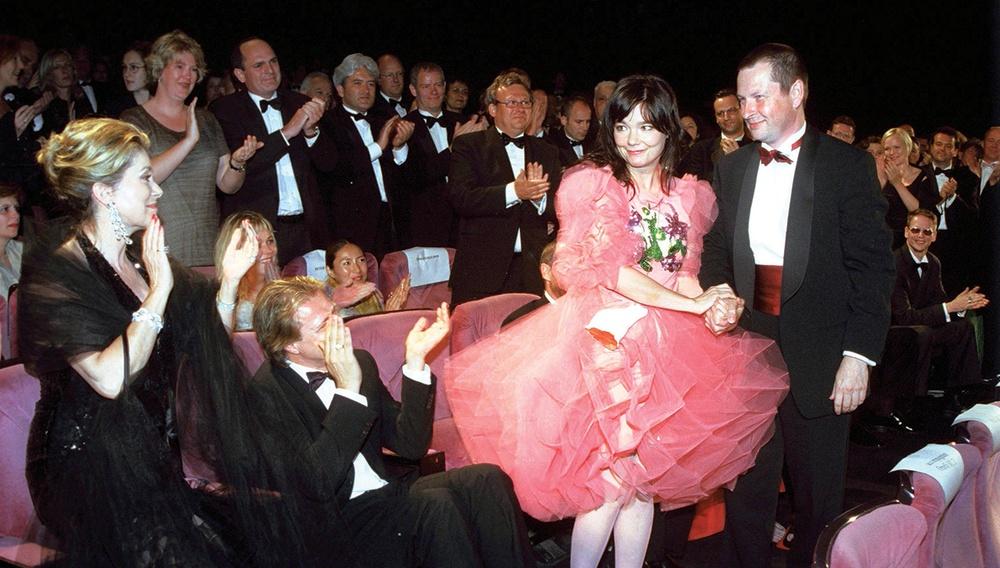 H Bjork καταθέτει και τη δική της κακοποίηση από «Δανό σκηνοθέτη»