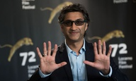 Πώς ο οσκαρικός ντοκιμαντερίστας του «Amy» και του «Maradona» βρέθηκε να σκηνοθετεί το «Mindhunter»;