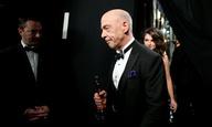 Oscars 2015: Ο Τζέι Κέι Σίμονς σάς προτρέπει να τηλεφωνείτε όσο συχνότερα μπορείτε στους γονείς σας
