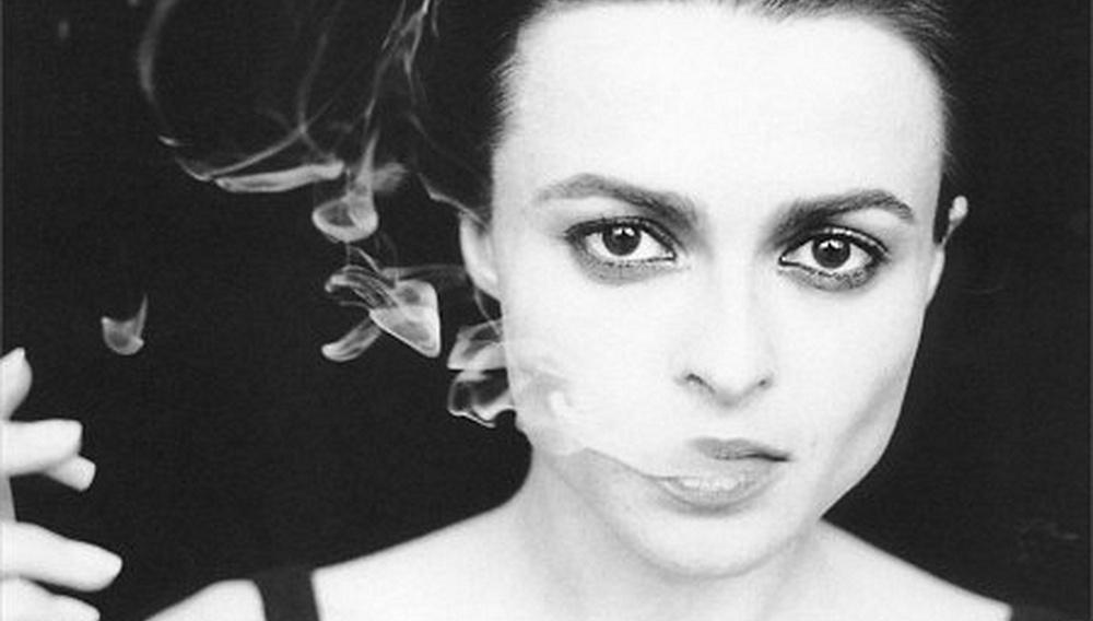 H Ελενα Μπόναμ Κάρτερ παίρνει την εκδίκησή της: δείτε την πρώτη φωτογραφία της ως Λιζ Τέιλορ