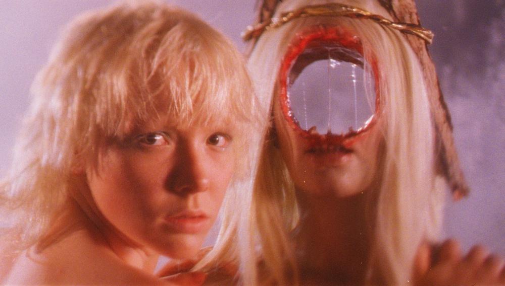 Το «After Blue» είναι ένα ακόμη κινηματογραφικό trip του Μπερτράν Μαντικό