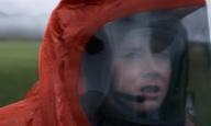 «Why are they here?»: Η Εϊμι Ανταμς συναντά τους εξωγήινους στo τρέιλερ του «Arrival» του Ντενί Βιλνέβ