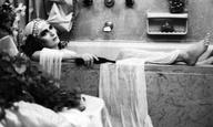 Οι εμπνευστές της «Χαμένης Λεωφόρου του Ελληνικού Σινεμά» γράφουν για το «Singapore Sling» του Νίκου Νικολαΐδη