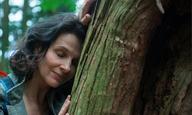 Η Ζιλιέτ Μπινός μας οδηγεί στην καρδιά του δάσους στο «Vision» της Ναόμι Καβάσε
