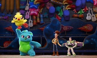 Κάποιος να σώσει τον Buzz Lightyear από τα λούτρινα στο νέο teaser του «Toy Story 4»
