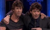Χιου Τζάκμαν & Κρις Χέμσγουορθ: φοράνε περούκες-χαίτη και πίνουν μπύρες με τον Τζίμι Φάλον!