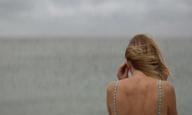 Το «Sandy Beach» του Θάνου Παπαστεργίου λέει την αλήθεια με υπέροχες σιωπές
