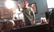 Βίντεο με τον Ντένις Κουέιντ να βρίζεται με το σκηνοθέτη του στο γύρισμα γίνεται viral