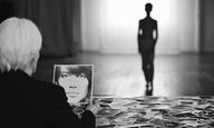 Ο Φρανσουά Οζόν σκηνοθετεί το πρώτο του βίντεο κλιπ για το «Le Large» της Φρανσουάζ Αρντί