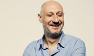 Ο Μάριος Πιπερίδης μιλάει στο Flix για τις «πράσινες γραμμές» της κωμωδίας και της ζωής