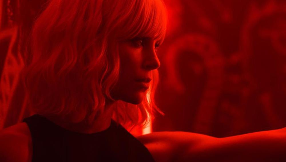 Η Σαρλίζ Θερόν είναι... ατομική βόμβα στο «Atomic Blonde»