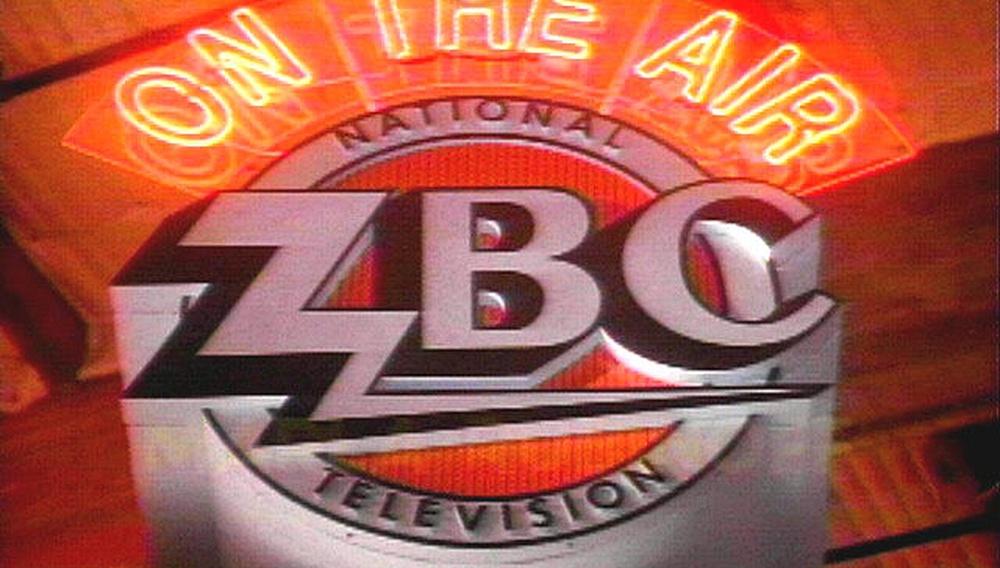 Δείτε τα 7 επεισόδια του 90s sitcom του Ντέιβιντ Λιντς