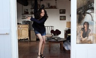 Η Μαριόν Κοτιγιάρ στοιχειώνει τον Ματιέ Αμαλρίκ στο τρέιλερ του «Les Fantômes d'Ismaël»