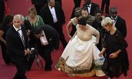 Το φόρεμα που έκανε το κόκκινο χαλί του Φεστιβάλ Καννών «εμπόλεμη ζώνη»