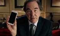 «Αυτό θα είναι η καταστροφή μας!» Ο Ολιβερ Στόουν μας εκλιπαρεί να κλείσουμε τα κινητά μας κατά τη διάρκεια της ταινίας