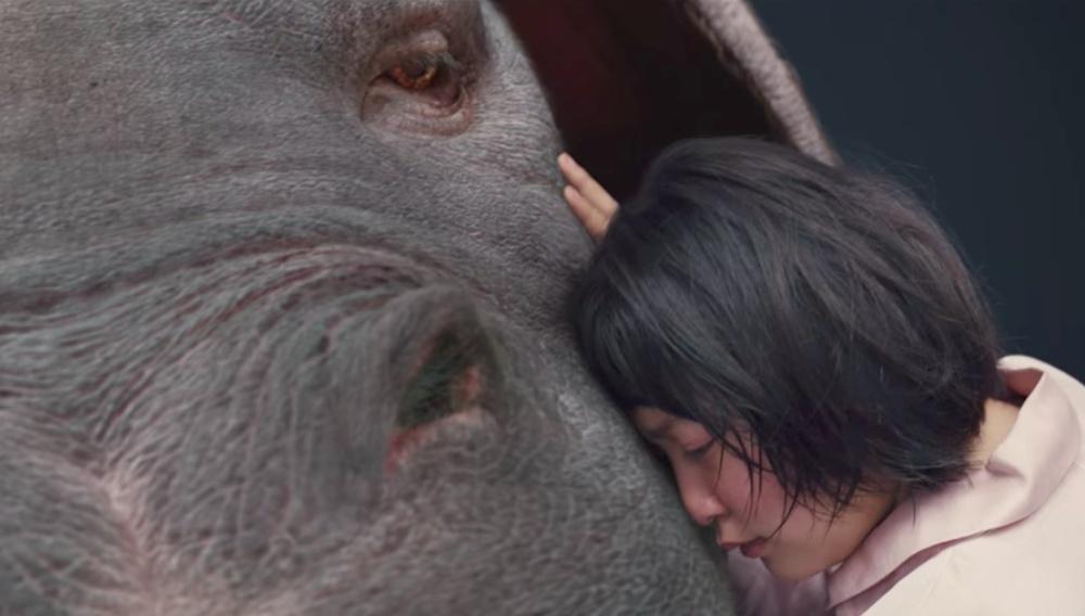 «Okja»: o Μπονγκ Τζουν-χο μαγεύει περπατώντας με αυτοπεποίθηση στα χνάρια του Μιγιαζάκι και του Σπίλμπεργκ
