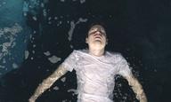 «Come Swim»: Δείτε τη μικρού μήκους ταινία που σκηνοθέτησε η Κρίστεν Στιούαρτ