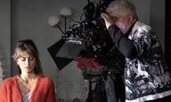 «Παράλληλες Μητέρες»: Πρώτες φωτογραφίες και ένα βίντεο έκπληξη από τη νέα ταινία του Πέδρο Αλμοδόβαρ